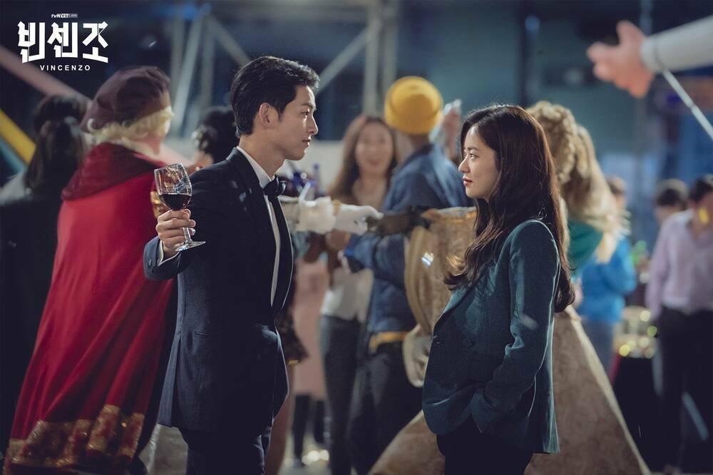 Người tình Song Joong Ki ăn điểm nhờ đẳng cấp hàng hiệu-2