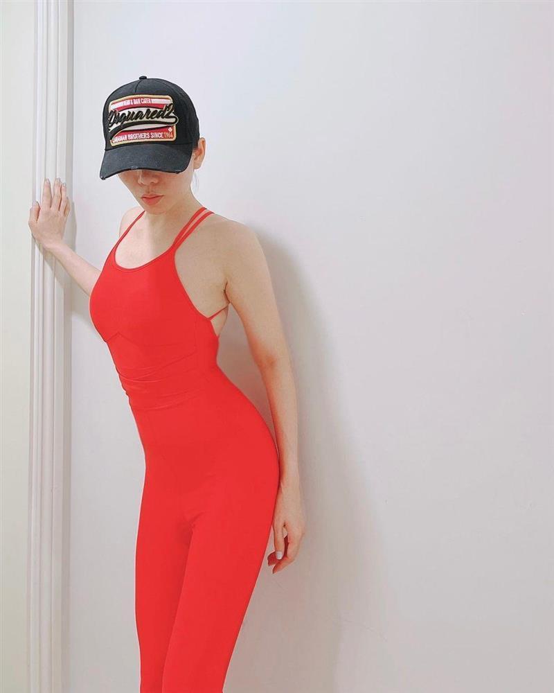 1001 kiểu pose dáng từ gợi cảm đến phản cảm của Lệ Quyên với đồ tập-3