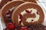 Tự làm bánh kem cuộn dâu chocolate