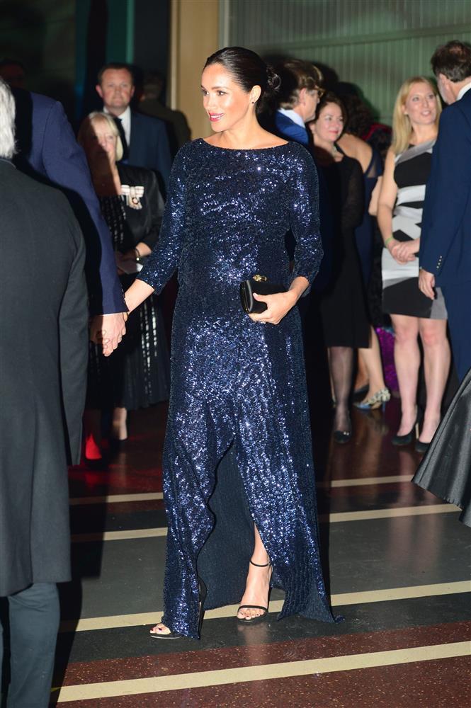 Bóc giá đồ hiệu người hoàng gia Anh mặc, đắt nhất là chiếc váy cưới 332.000 USD-5