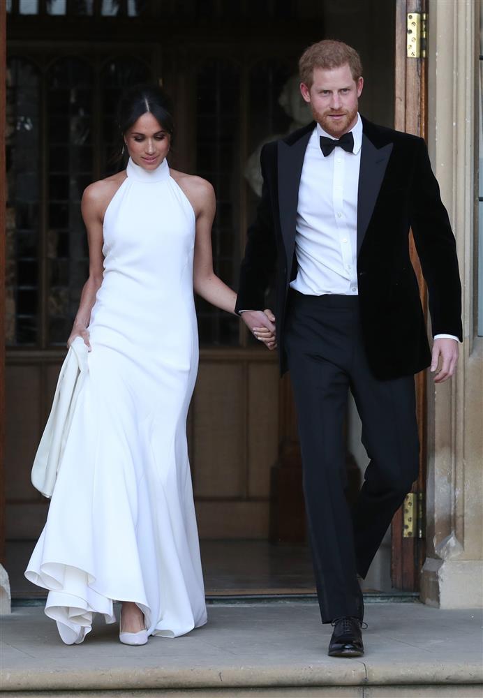 Bóc giá đồ hiệu người hoàng gia Anh mặc, đắt nhất là chiếc váy cưới 332.000 USD-13