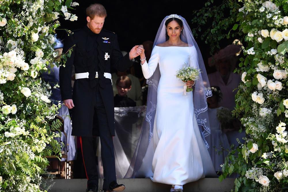 Bóc giá đồ hiệu người hoàng gia Anh mặc, đắt nhất là chiếc váy cưới 332.000 USD-14