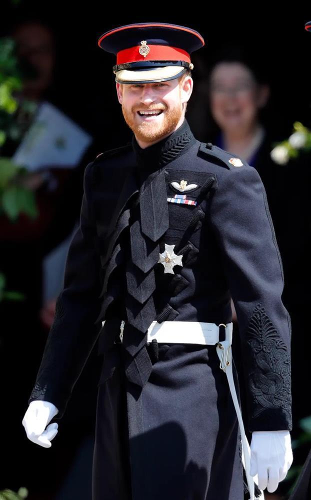 Bóc giá đồ hiệu người hoàng gia Anh mặc, đắt nhất là chiếc váy cưới 332.000 USD-7