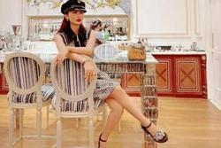 Vợ 2 Minh Nhựa sống ảo, đăng status tiếng Anh nhưng copy thiếu