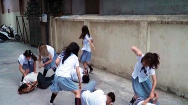 Đâu chỉ phim Hàn bạo lực học đường, phim Việt học sinh cũng máu me đấm đá-10