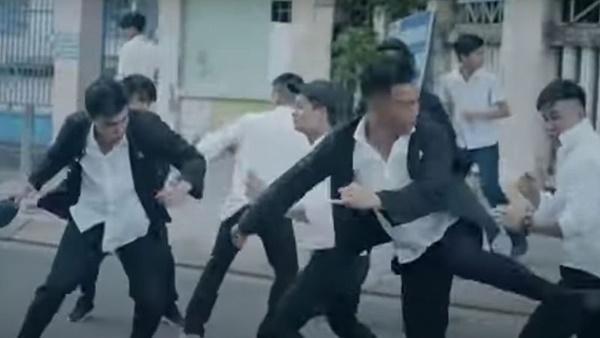 Đâu chỉ phim Hàn bạo lực học đường, phim Việt học sinh cũng máu me đấm đá-13