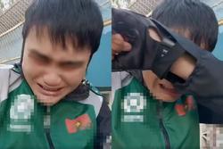 Tài xế xe ôm livestream khóc nức nở tố cáo khách thích 'cao su' giờ