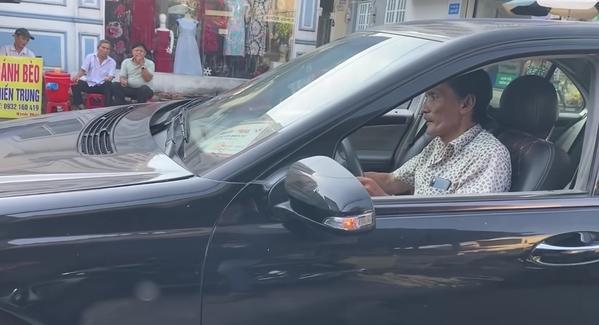 Thương Tín tự lái xe hơi về quê-1