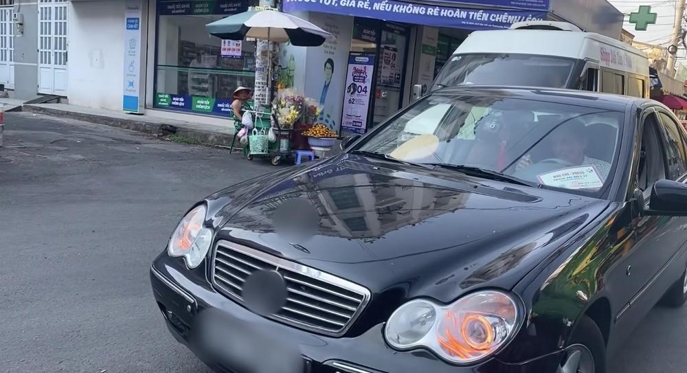 Thương Tín tự lái xe hơi về quê-2