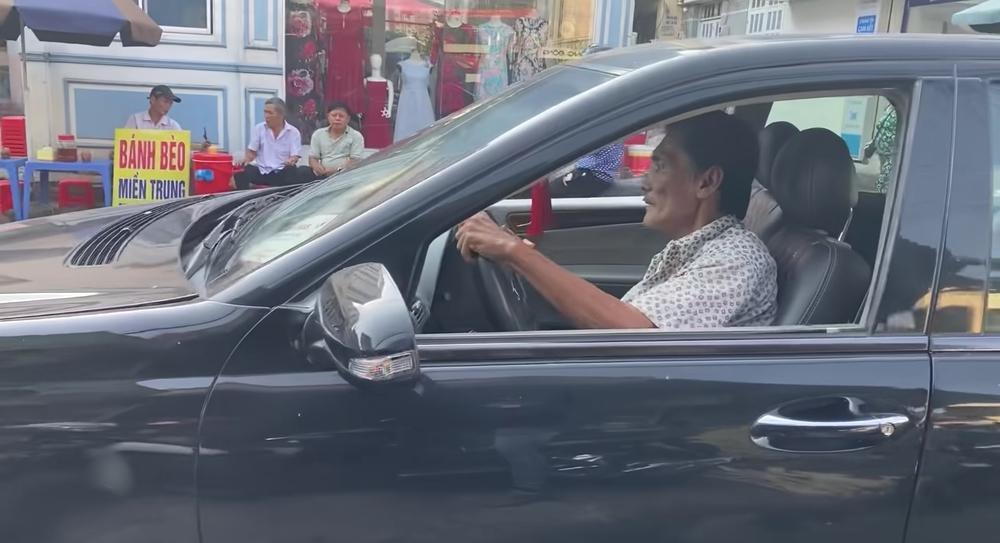Thương Tín tự lái xe hơi về quê-3