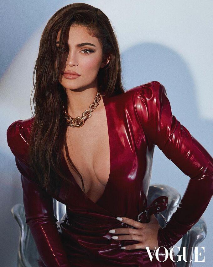 Ngọc Trinh sao chép phong cách từ tỷ phú Kylie Jenner đến Song Hye Kyo-3