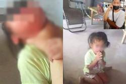 Gọi điện cho chồng không được, người phụ nữ bạo hành con gái trút giận