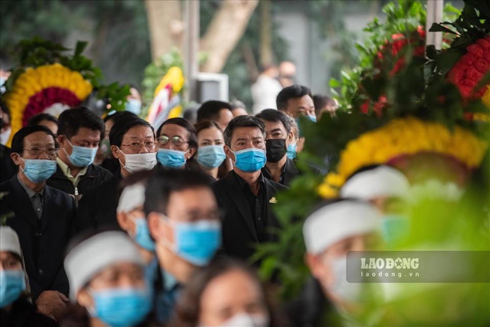 NSƯT Chí Trung cùng nhiều nghệ sĩ ngậm ngùi tiễn biệt bố Trần Hạnh-2