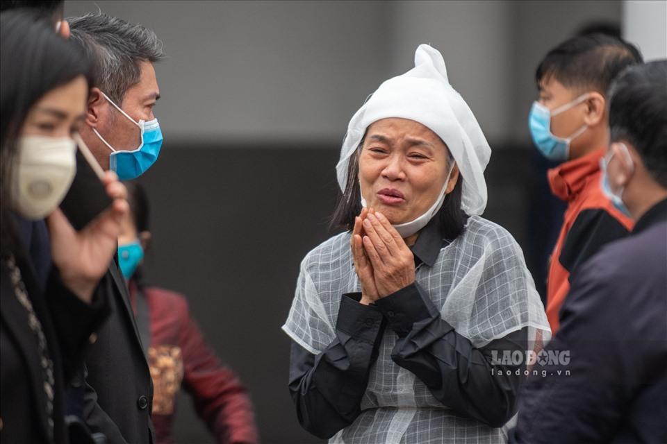 NSƯT Chí Trung cùng nhiều nghệ sĩ ngậm ngùi tiễn biệt bố Trần Hạnh-7