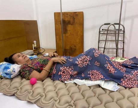 Nghệ sĩ Hoàng Lan: Bệnh tình ngày càng nặng, hoại tử sâu thấy cả xương-2