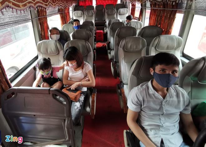 Hà Nội dừng giãn cách hành khách trên xe buýt từ 8/3-1