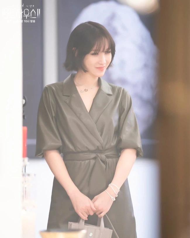 Lee Ji Ah tái xuất Penthouse 2: Độ sang xịn lên tầm cao mới, trẻ trung và chất lừ-4