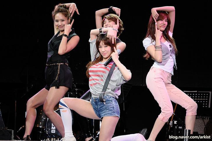 Idols Kpop chật vật với cuộc sống, đi làm nhân viên phục vụ khi hết thời-4