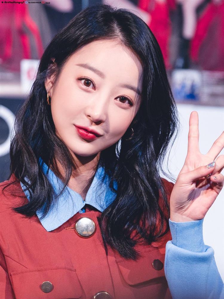 Idols Kpop chật vật với cuộc sống, đi làm nhân viên phục vụ khi hết thời-7
