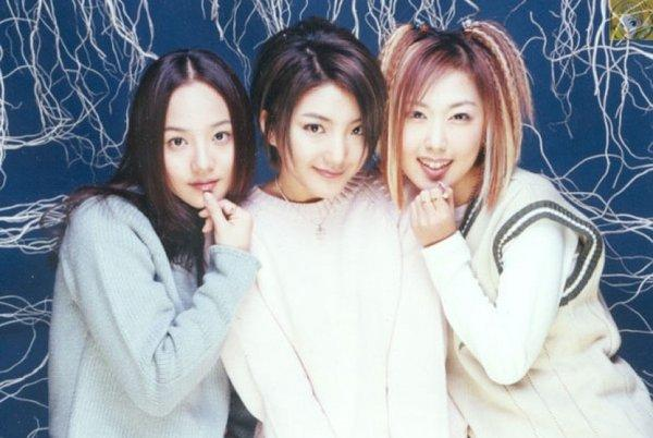 Idols Kpop chật vật với cuộc sống, đi làm nhân viên phục vụ khi hết thời-1