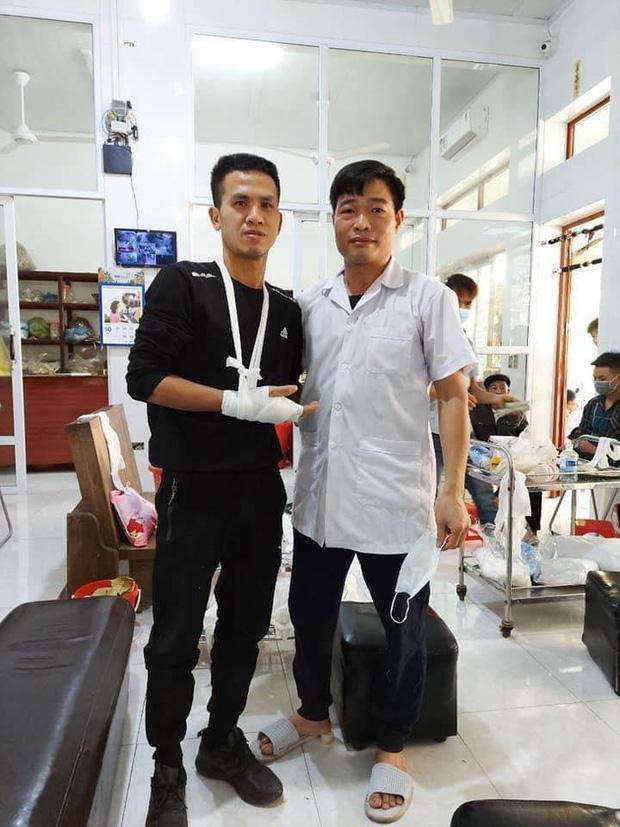 Nguyễn Ngọc Mạnh cứu bé gái rơi từ tầng 13 bị rạn xương ngón tay, chưa thể lái xe-1