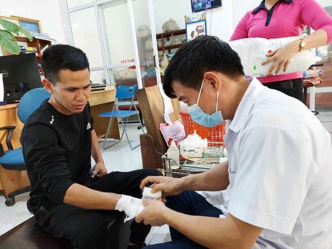 Nguyễn Ngọc Mạnh cứu bé gái rơi từ tầng 13 bị rạn xương ngón tay, chưa thể lái xe-2