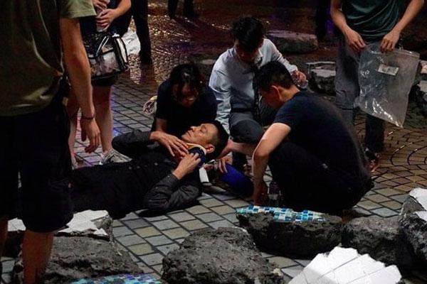 Lưu Đức Hoa bị thương trên phim trường Chuyên Gia Phá Bom 2-1