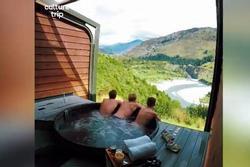 Tắm onsen giữa núi non ở New Zealand