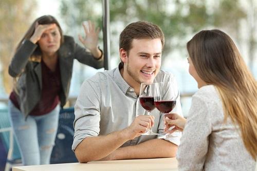 Trà xanh trơ trẽn đến tận nhà yêu cầu vợ ly hôn và cái kết vừa lòng người-1