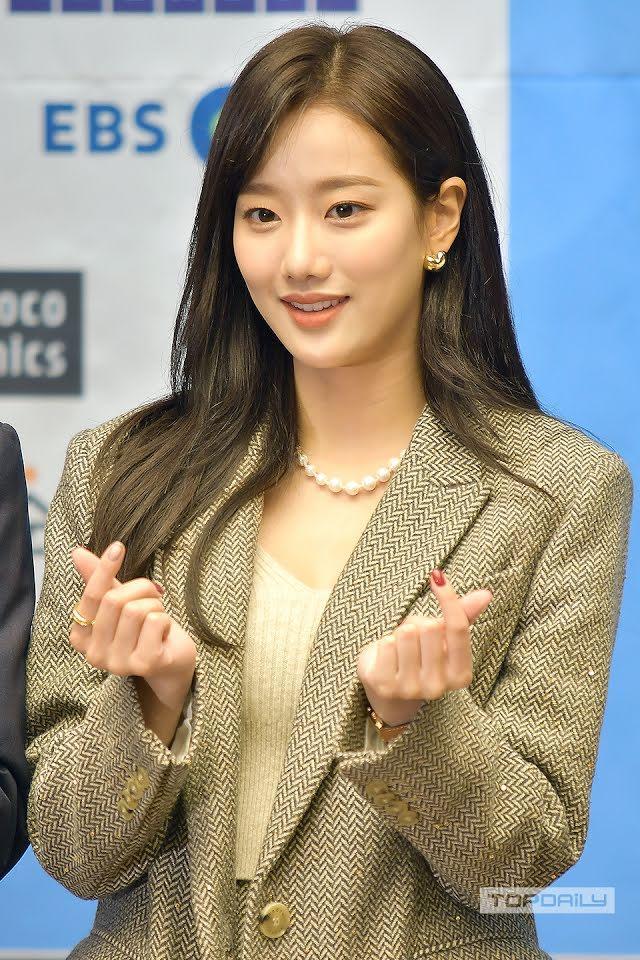 Sau Kim Ji Soo, thêm 1 mỹ nhân bị đoàn phim đá đít vì phốt bắt nạt-3