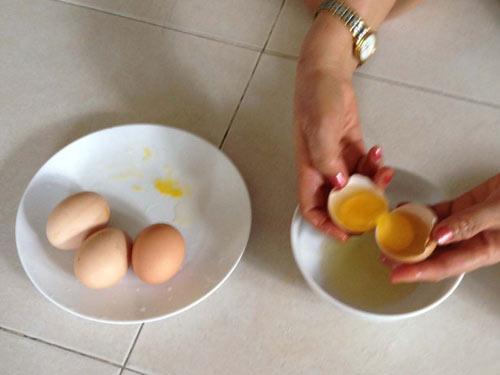Cô gái ấm ức vì bị chồng trách mua trứng lạ 2 lòng đỏ lại bị tính tiền gấp đôi-2