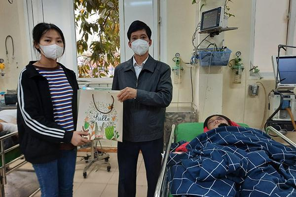 Bé gái ở Hải Dương bị mẹ đẻ đánh tím mặt, nhốt trong phòng trọ-3