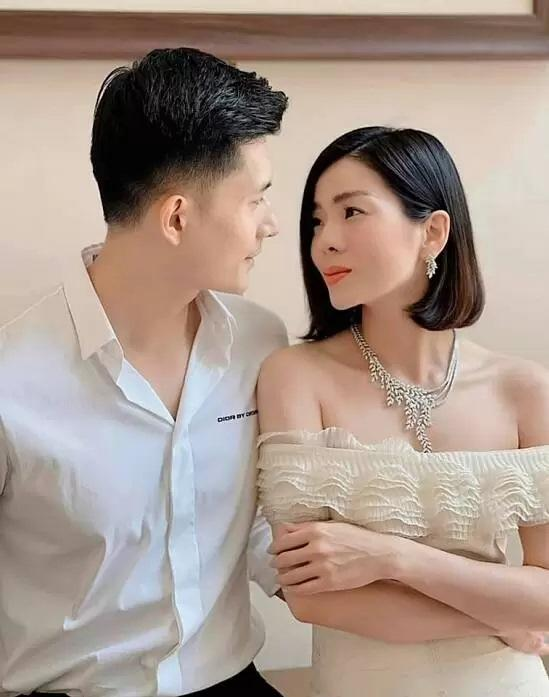 Sao Việt khoe quà 8/3: Sương sương cũng đồng hồ 250 triệu đồng-3