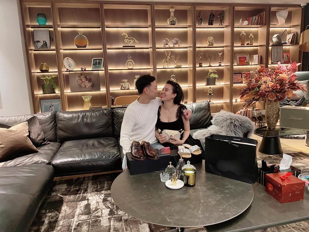 Sao Việt khoe quà 8/3: Sương sương cũng đồng hồ 250 triệu đồng-7