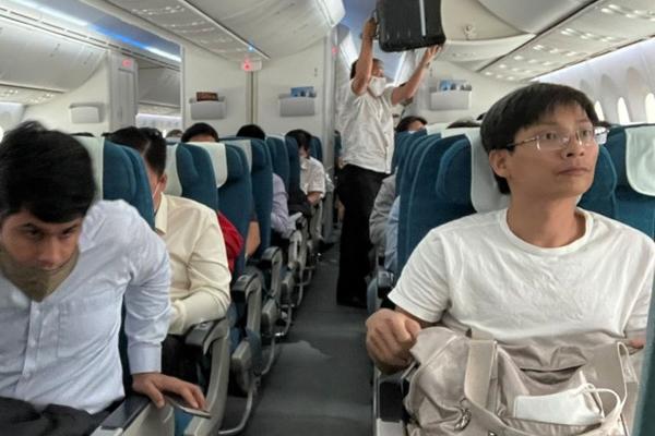 Máy bay đi Hà Nội phải đáp Đà Nẵng, Hải Phòng vì sương mù-1