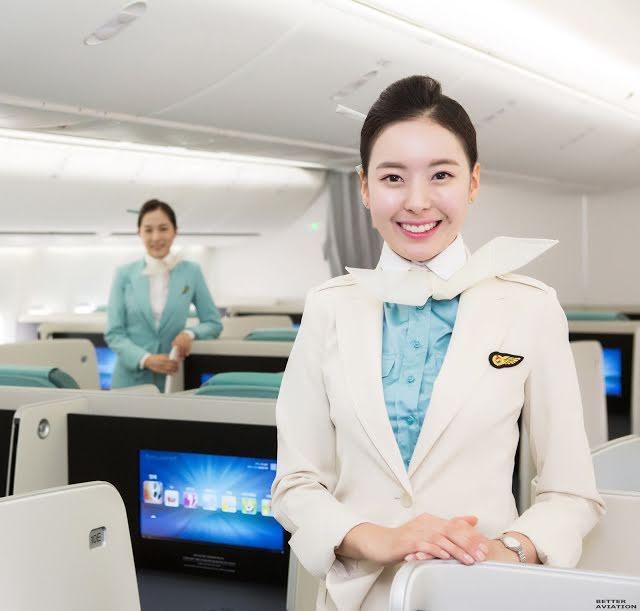 Các idols đã tán tỉnh nữ tiếp viên hàng không bằng cách nào?-2