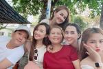 Trường Giang lườm Nhã Phương khi bóc quà Valentine trắng-6