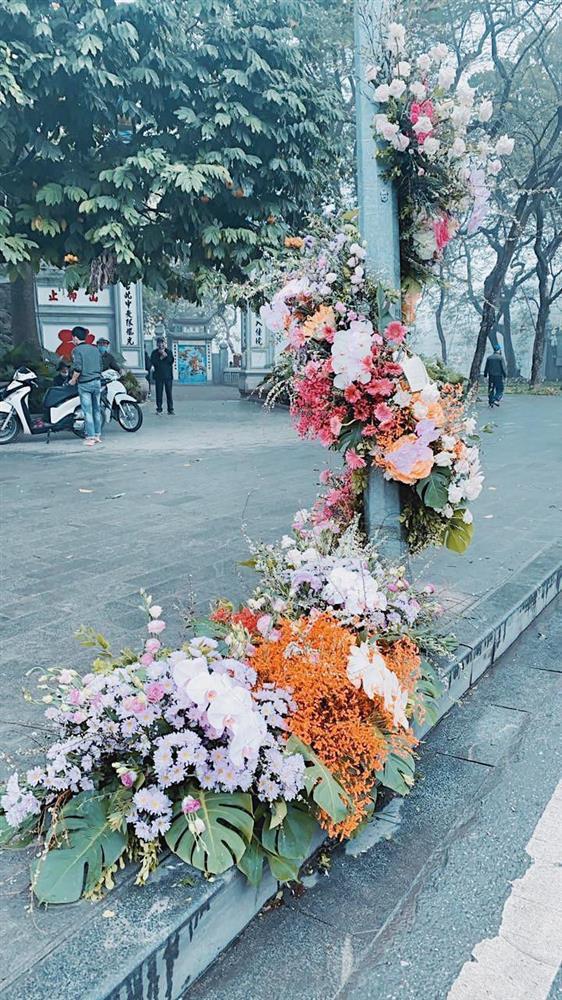 Spotlight ngày 8/3: Nhiều cột đèn Hà Nội nở hoa khiến dân tình xỉu dọc, xỉu ngang-3