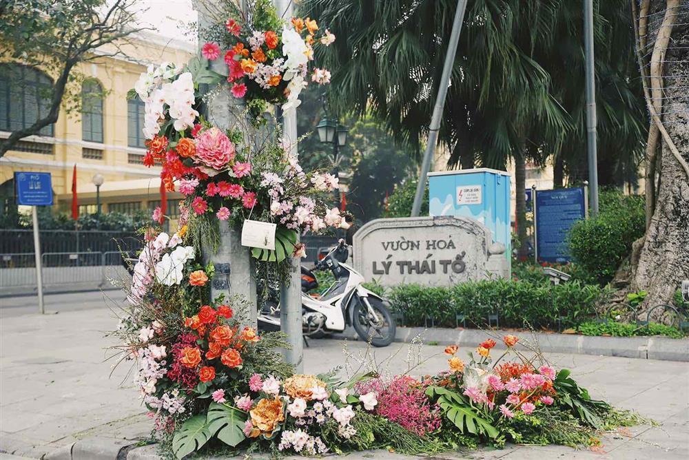 Spotlight ngày 8/3: Nhiều cột đèn Hà Nội nở hoa khiến dân tình xỉu dọc, xỉu ngang-7