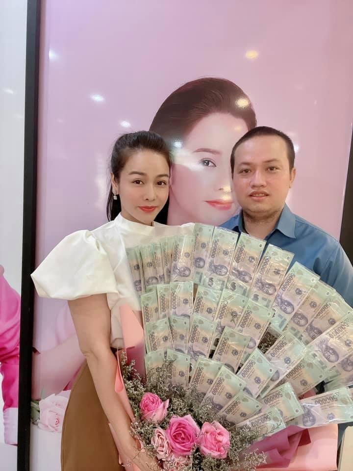 Nhật Kim Anh khiến hội chị em ghen tỵ với bó hoa tiền 8/3-3