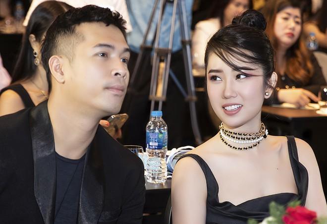 Thúy Ngân khoe quà 8/3 to vật vã, Trương Thế Vinh bị réo tên-6