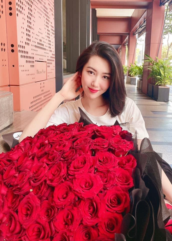 Thúy Ngân khoe quà 8/3 to vật vã, Trương Thế Vinh bị réo tên-2