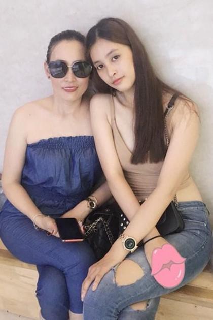 4 người mẹ sao Việt: Nhan sắc không tuổi, phong cách lấn át con gái-9