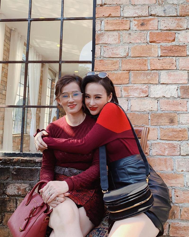 4 người mẹ sao Việt: Nhan sắc không tuổi, phong cách lấn át con gái-12