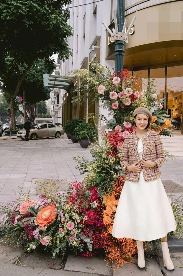 Hồng Diễm - Bảo Thanh lộ trình photoshop giả trân bên cột đèn hoa-5