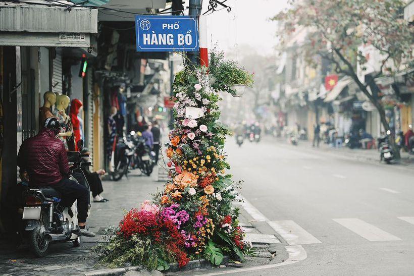 Hồng Diễm - Bảo Thanh lộ trình photoshop giả trân bên cột đèn hoa-3