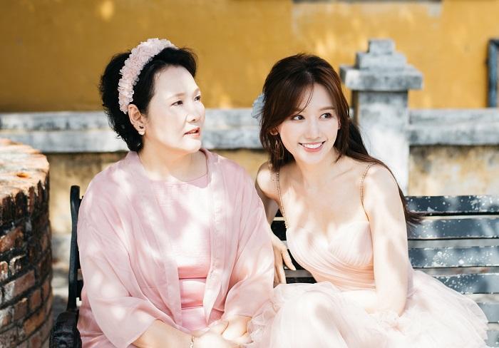 Hari Won nổi nóng khi mẹ đẻ bị mỉa mai không nói được tiếng Việt-2