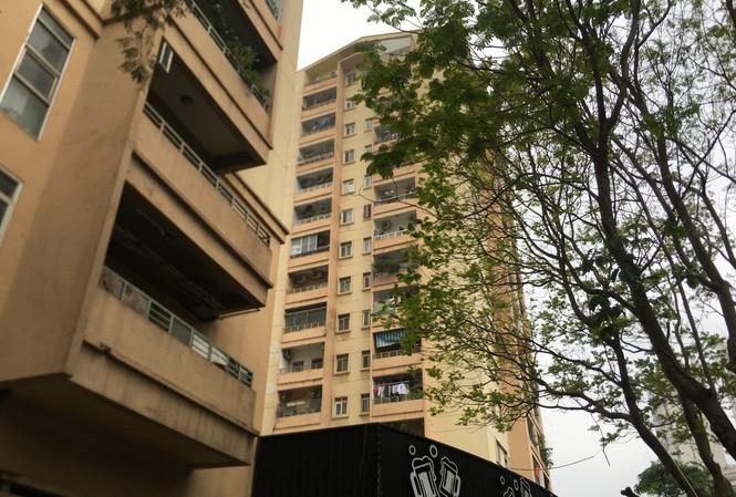 Rơi từ tầng 9 chung cư ở Hà Nội, nữ sinh 16 tuổi tử vong trên mái tầng 1-1