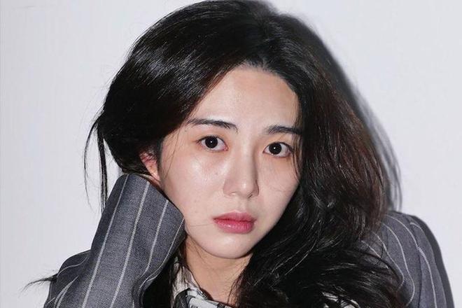 Danh tính kẻ quấy rối tình dục Mina-2