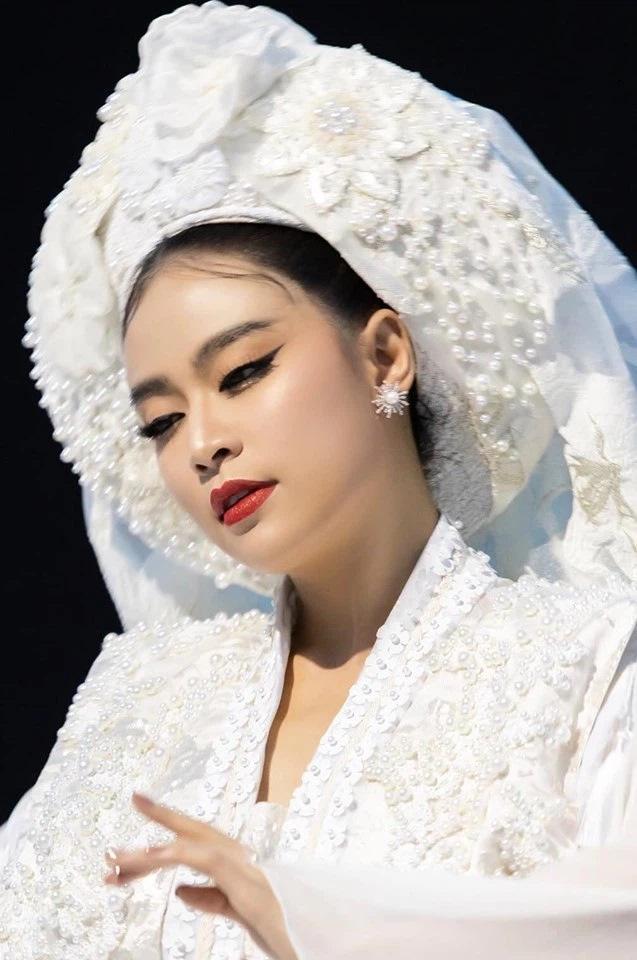 Loạt mỹ nhân từng được make up xấu số Minh Lộc hô biến nhan sắc-2